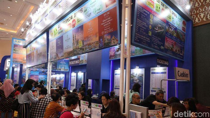 Berburu Paket Wisata di Astindo Travel Fair 2018  Pengunjung memadati Astindo Travel Fair 2018 yang berlangsung di JCC, Jakarta, Jumat (2/3/2018).  Astindo Travel Fair yang digelar pada 2-4 Maret ini digelar untuk mengakomodasi wisatawan baik dari dan ke Indonesia. Grandyos Zafna/detikcom