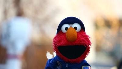 Balita Tertarik pada Elmo? Bisa Jadi Ini Alasannya