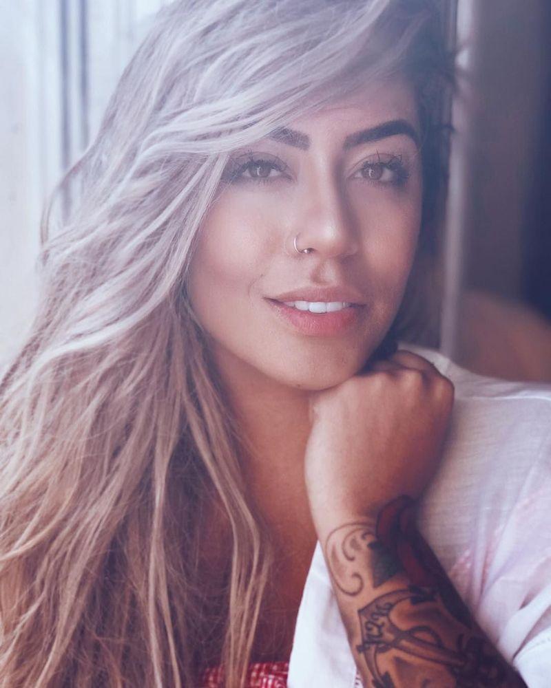 Siapa sangka striker top PSG yang lagi cedera Neymar Jr, punya adik cewek yang cantik dan juga seksi. Rafaelle Beckran namanya dan eksis di Instagram. (Instagram/@rafaella)