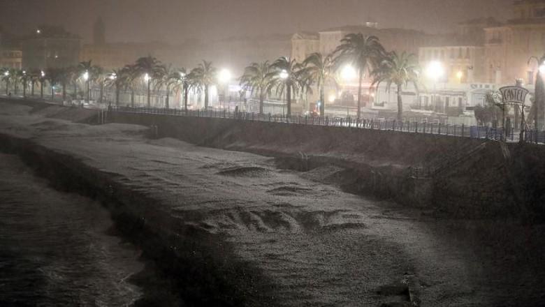 Eropa Dilanda Salju Tebal, Sejumlah Penerbangan Terganggu