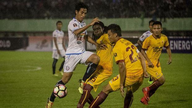Meski sempat tertinggal dua gol, Sriwijaya FC bermain lebih tenang hingga bisa menyamakan kedudukan.