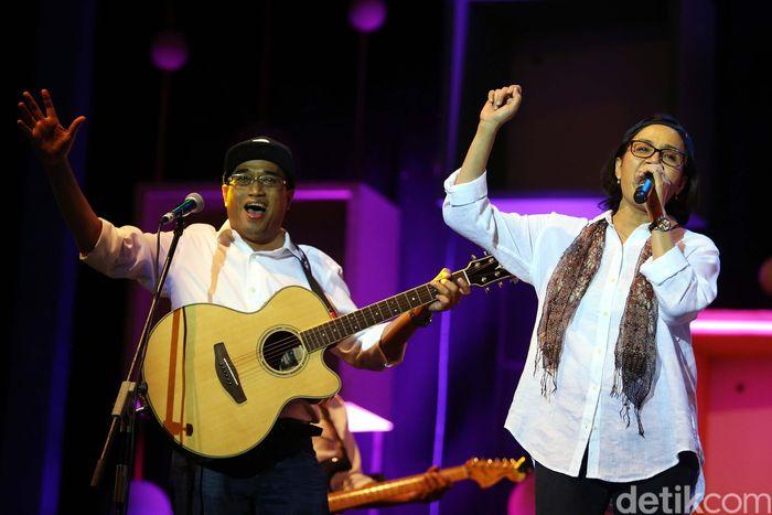 Para menteri yang tergabung dalam band fenomenal bernama Elek Yo Band kembali unjuk gigi. Mereka tampil di perhelatan musik jazz terbesar di Indonesia Java Jazz Festival 2018, tepatnya di panggung Hall B Jiexpo.
