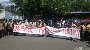 Siswa SMAN 1 Semarang Aksi Solidaritas 2 Rekannya yang Dikeluarkan