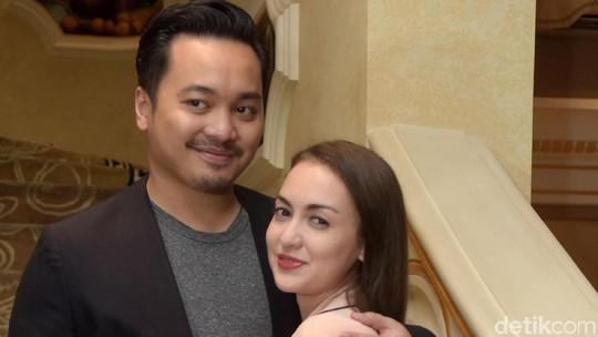 Mesranya Rianti Cartwright dan Suami Bikin Baper