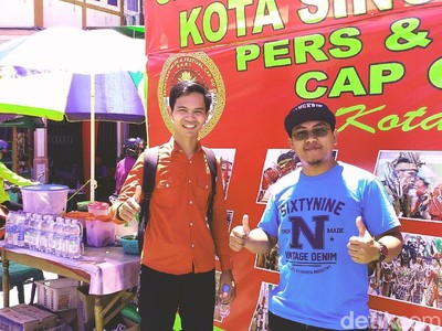 Ada Break Salat Jumat, Wisatawan Puji Toleransi di Cap Go Meh Singkawang