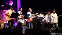 Foto: Penyerahan Sumbangan Imbalan Festival Jazz Band Menteri Jokowi