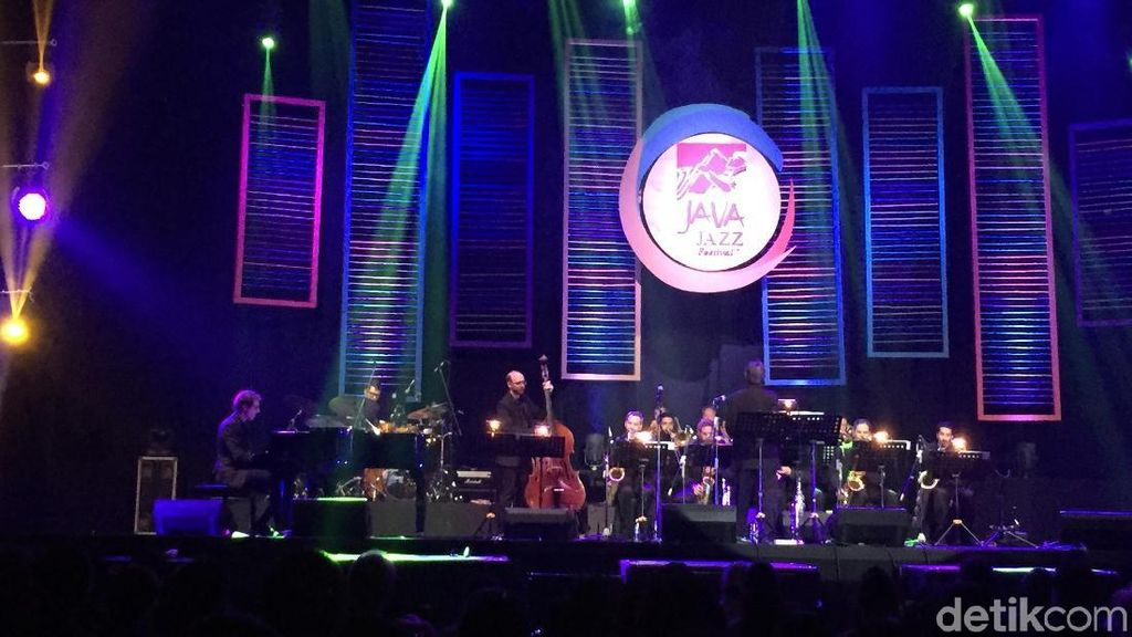 Teduhnya Penampilan Ron King Big Band di BNI Java Jazz Festival 2018
