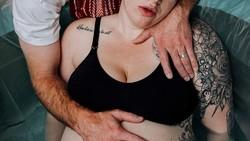 Kelahiran adalah momen emosional yang selalu menarik bagi para fotografer. Berikut ini sebagian foto pemenang kontes tahunan Birth Becomes Her 2018.