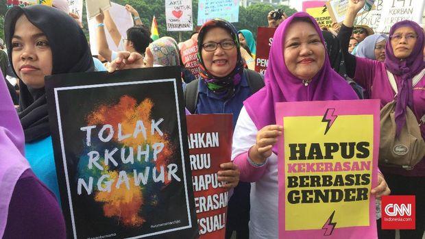Aksi Women's March di Jakarta tak hanya diikuti perempuan.