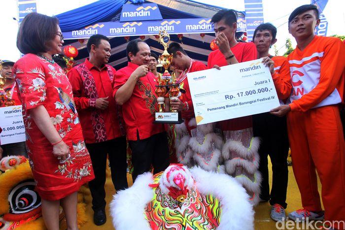 Tim Barongsai Sejahtera Pontianak keluar sebagai pemenang dan berhak mendapatkan Rp 17 juta.