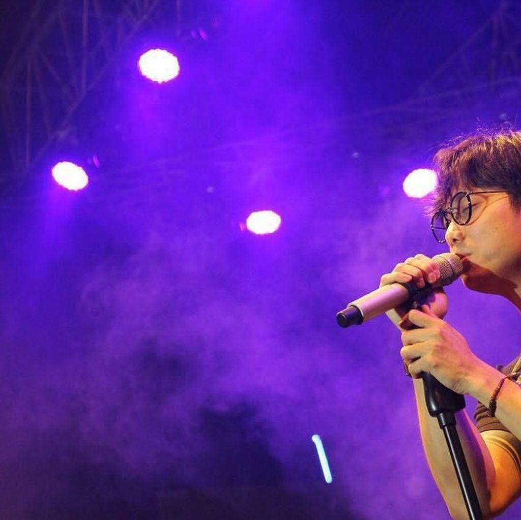 Karier Musik Dikta yang Sedang Mencuri Perhatian karena Foto Bareng Prilly