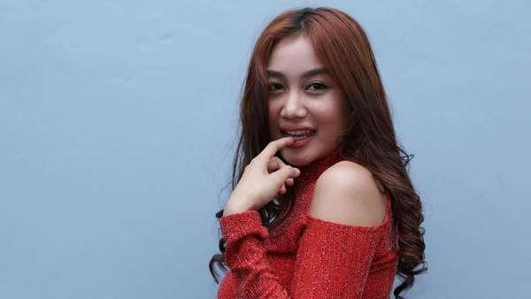 Siang-siang Gini, Lihat Dulu Foto Pamela Duo Serigala yang Merah Menggoda