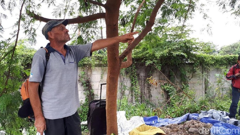 Bule Inggris yang Luntang-lantung di Tangerang Dibawa ke Imigrasi
