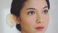 Penampilan Putri Marino saat dinikahi Chicco Jerikho benar-benar mendapat pujian netizen. Putri memang tampil natural sekaligus cantik dengan makeup tipis.Foto: Instagram