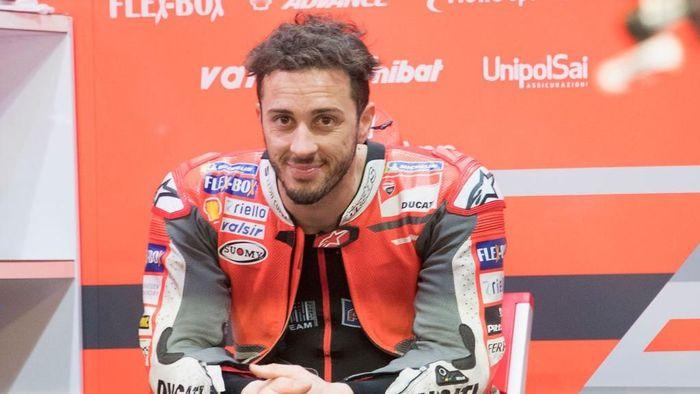 Andrea Dovizioso pede menghadapi seri pertama MotoGP 2018 (Foto: Mirco Lazzari gp/Getty Images)
