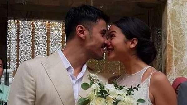 Intip Momen Bahagia di Pernikahan Chicco Jerikho dan Putri Marino
