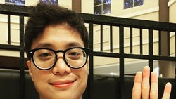 Dikta, vokalis Yovie & Nuno, selain bersuara merdu rupanya ia juga sosok yang rajin berolahraga. Belakangan ia terlihat tengah menekuni olahraga kalistenik.