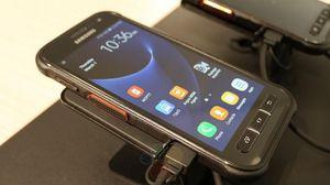 Samsung Pamer Ponsel Tangguh Bisa Walkie Talkie