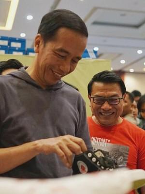 Ke Jakarta Sneaker Day, Jokowi Beli Sepatu Rp 380 Ribu dan Jaket