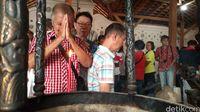 Usai Cap Go Meh, Tionghoa Cirebon Ziarah ke Makam Istri Sunan Gunungjati