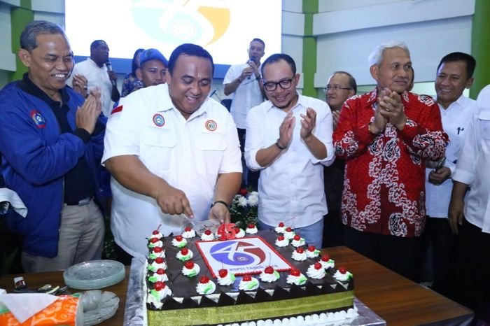 Foto: Menaker Hanif Dhakiri menghadiri perayaan ulang tahun KSPSI (Dok. Kemnaker)