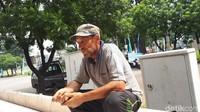Mengarah ke Tangerang, Banten, ada Ian bule asal Inggris yang mengaku hidup luntang-luntung setelah diusir istrinya. (Foto: Haris Fadhil/detikcom)