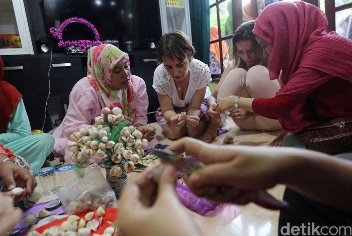 Ini dia hasil karya kreasi daur ulang darikulit bawang putih yang digelar pada Sabtu (3/3/2018) di Rumah Amalia, Ciledug, Tangerang. Keren bukan?