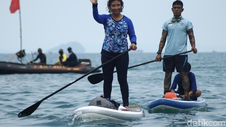 Senyum Lebar Kopda Budi Foto Bareng Susi Usai Taklukkan Selat Sunda