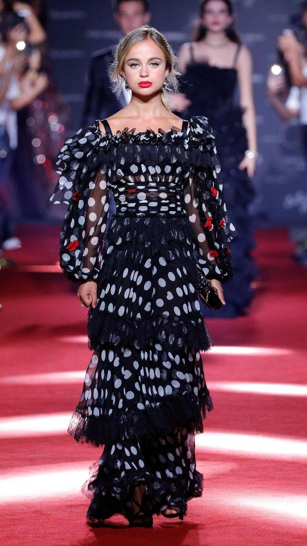 Lady Amelia jadi model di fashion show Dolce & Gabbana.