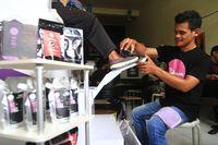 Pemuda Makassar Ini 'Sulap' Kopi Jadi Parfum dan Pembersih Sepatu