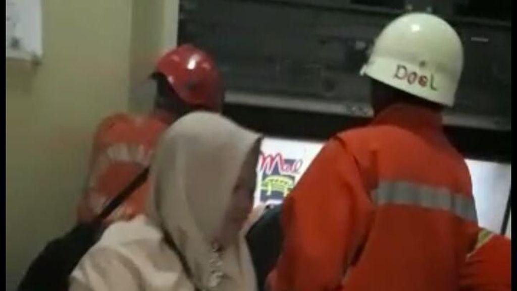 12 Orang Sempat Terjebak di Lift Mal Cijantung