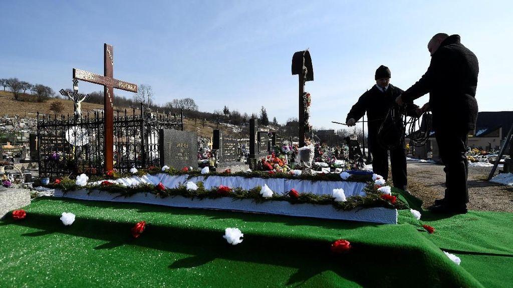 Foto: Pemakaman Wartawan yang Dibunuh karena Tulis Skandal Korupsi