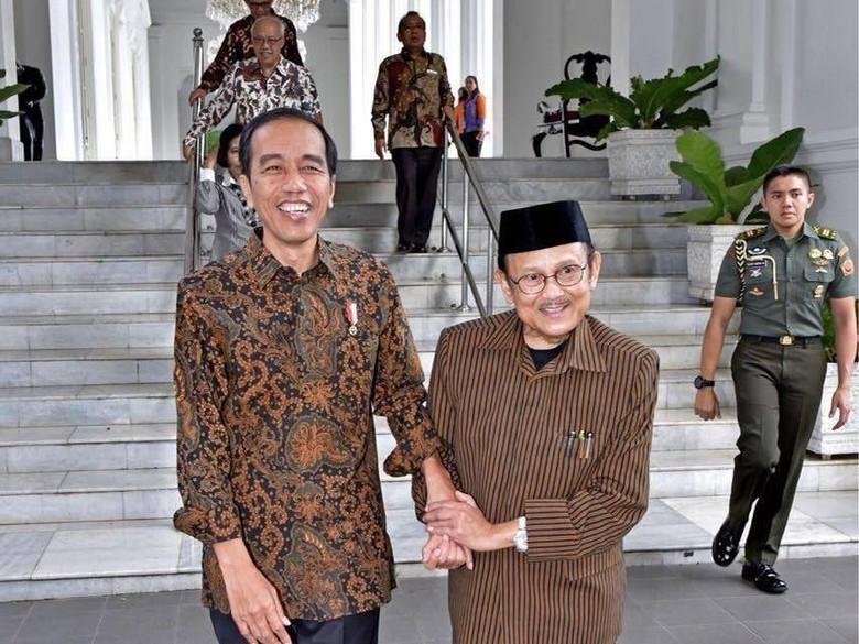 Joko Widodo dan BJ Habibie (Foto: dok. Biro Pers Setpres via Facebook Jokowi)