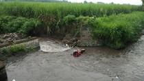 Ngebut, Pengendara Motor Ini Tewas Terjun ke Sungai