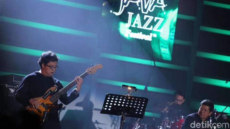 Berdendang Bareng Candra Darusman di BNI Java Jazz Festival 2018
