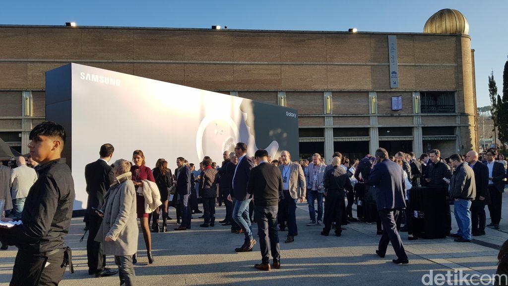 Sedikit berbeda dari sebelumnya, Samsung mengemas acara Galaxy Unpacked 2018 yang digelar di Fira Montjuic, Barcelona, Spanyol tersebut dengan nuansa yang tidak terlalu formal.Foto: detikINET/Rachmatunnisa