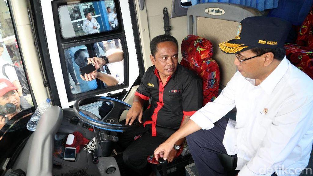 Budi Karya Kecewa Sistem Tiket Online di Terminal Pulogebang Lemot