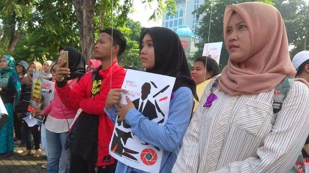 Aksi ini merupakan bentuk kepedulian dan penolakan terhadap diskriminasi untuk perempuan