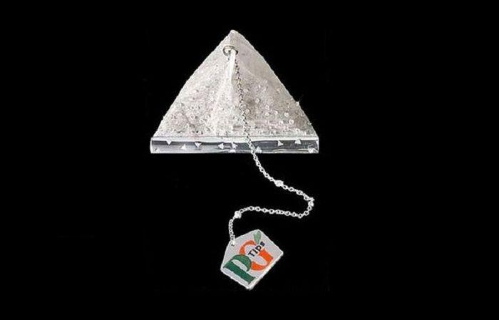 Teh celup ini harganya US$ 14.000 (Rp 189 juta) karena dilapisi dengan 280 berlian. Tapi ini teh asli lho. Istimewa/Alux.