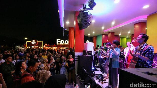 Jelang Petang Bareng White Shoes & the Couples Company di BNI Java Jazz 2018
