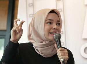 Dewi Sandra Kerap Jadi Buruan Selfie Fans Tiap Mudik