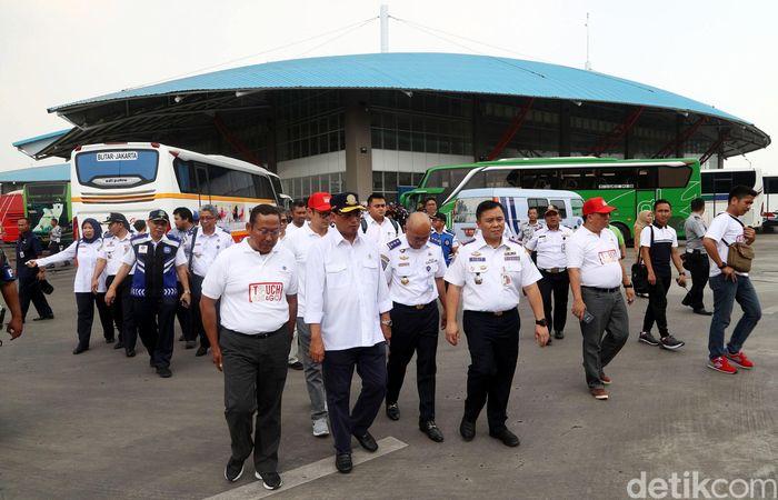 Budi Karya tiba di Terminal Pulogebang pukul 10.37 WIB.