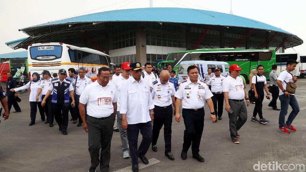 Melihat Aksi Budi Karya Blusukan di Terminal Bus Terbesar se-ASEAN