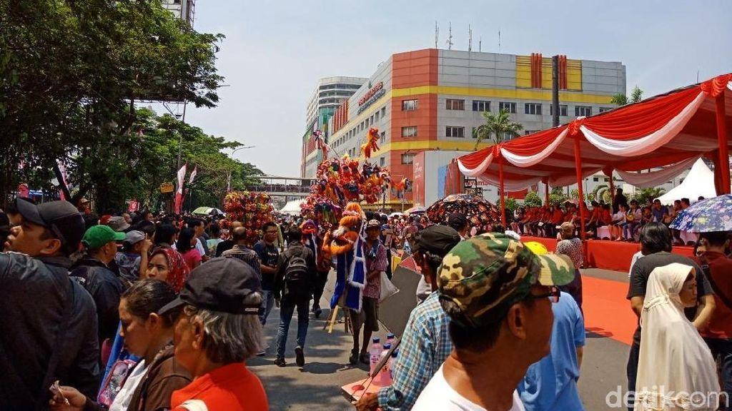 Jalan Ditutup, Begini Keramaian Warga Sambut Karnaval Cap Go Meh