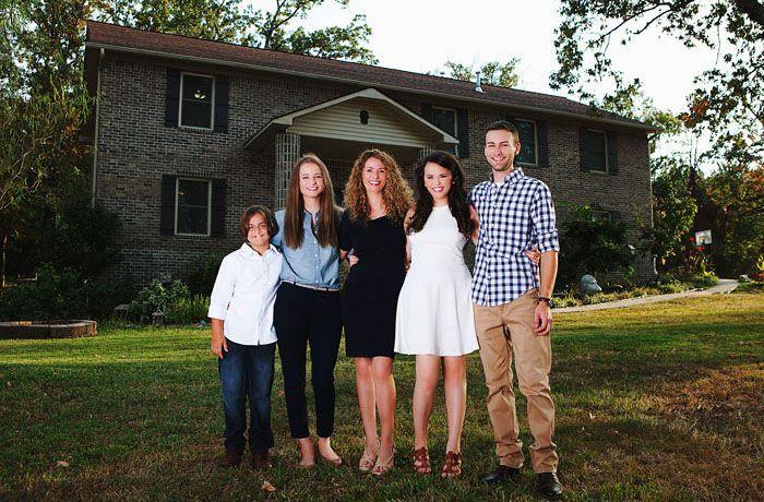 Ibu empat anak ini bernama Cara Brookins, wanita asal Arkansas yang sedang menata kembali kehidupannya. Istimewa/Boredpanda.