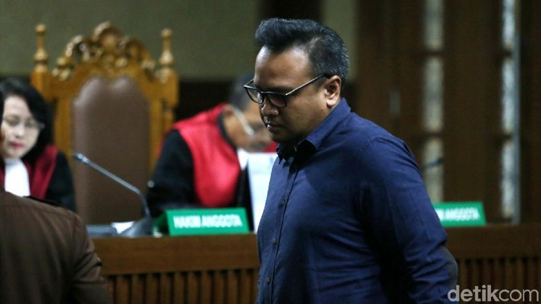 Novanto ke Keponakan: Apa Benar Kasih Uang ke Anggota Dewan?