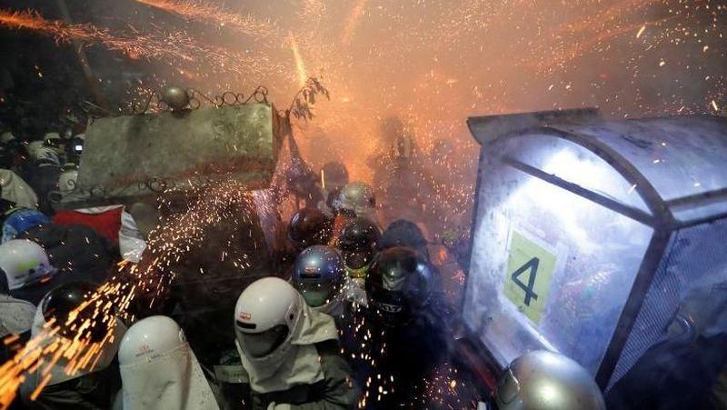 Festival Petasan atau dikenal dengan nama Yanshui Beehive Fireworks Festival ini berlangsung selama 3 hari (Tyrone Siu/Reuters)