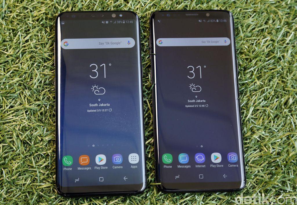 Saat mata memandang ponsel ini, sekilas tidak ada perbedaan mencolok dari Galaxy S8 dan S8+. Tapi begitu disejajarkan, barulah kita akan melihat adanya perubahan. Galaxy S9 dan S9+ terlihat lebih pendek dari pendahulunya, meski secara ukuran layar masih sama. Foto: Rachman Haryanto/detikcom