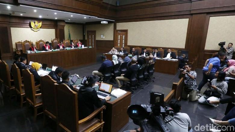 Ketua Tim Teknis e-KTP Diminta Loloskan Perusahaan Ponakan Novanto