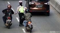 Video Ditilang Karena Masuk Jalur Cepat, Pemotor: Saya Cepat Kok